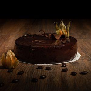 Kuvassa kahvi-suklaamoussekakku